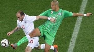 RUTINERT: Bougherra har stoppet mange gode angrepsspillere. Her i duell med Rooney i VM 2010.