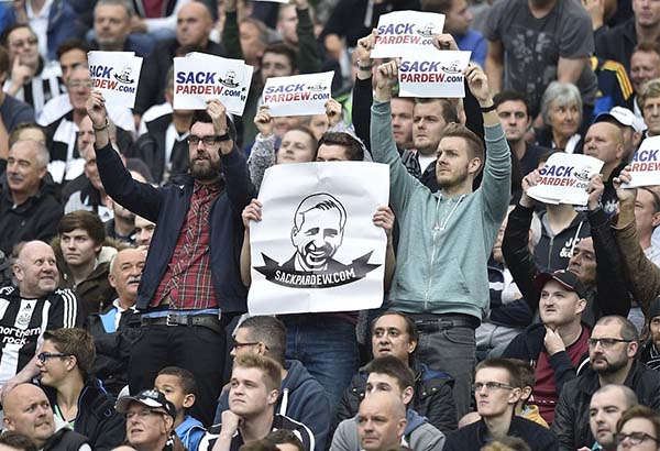 sack-pardew-hull-city-newcastle-united-nufc-02-600x410