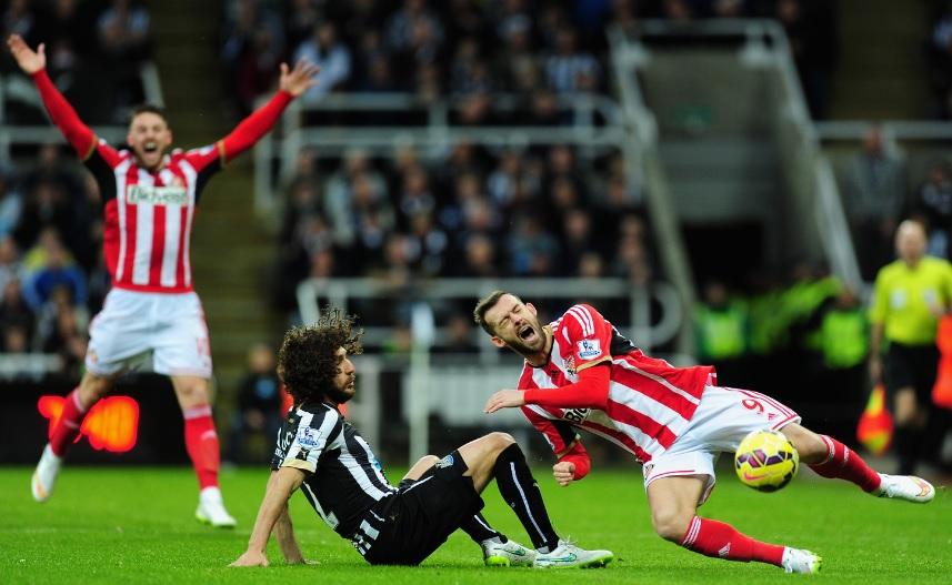 Harde taklinger preget som alltid kampen mot Sunderland.